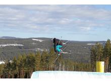 Bjursås Nya SkiCenter, skidåkare hoppar och trixar
