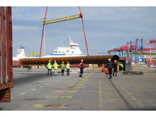 Göteborgs Hamn tar emot jättelånga rör