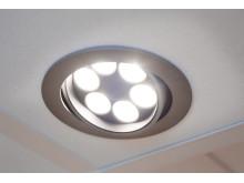 Det akustiska undertaket har försetts med LED-belysning reglerad med dimmer från Thorn.