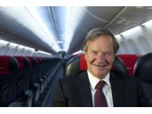 CEO Björn Kjos in 737-800