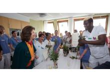 Drottning Silvia diplomerar medarbetare på avd 76 för demensutbildning