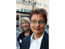 Aina Johnsson, med dr och kurator, får BROs utmärkelse 2010 med Maud Svensson