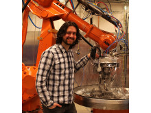 Almir Heralić framför en självlärande robot