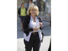 Beatrice Ask, justitieminister, med hemgjord sportdryck från AkzoNobel