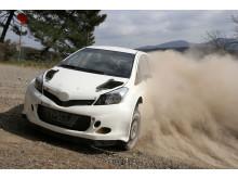 Toyota Yaris WRC testas på grusunderlag