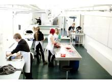 Elever fra Augustenborg Skole besøger faciliteten (foto: Lene Esthave)