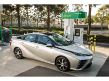 Toyota Mirai tankas med vätgas