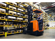 To truck i én - den nye BT Reflex O reachtruck - kan anvendes såvel inde som ude