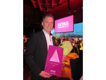 Joakim Naumburg, VD och ägare av Stayhard, här med pris från årets Retail Awards i kategorin Årets Tekniska lösning.
