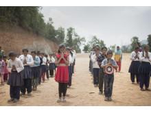 Skolbarn i Nepal efter jordbävningen