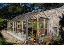Ställ växthuset mot väggen