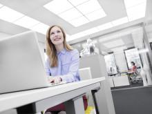 Sinnrikt taksystem ger naturligt ljud och ljus på kontoret