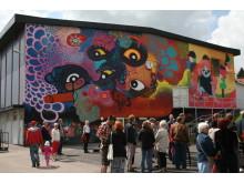 Väggmålning betitlad Social Arkitektur av Carolina Falkholt (Blue)