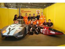 NTNU sitt team og to biler i årets Shell Eco-marathon.