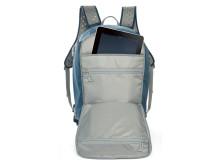 Lowepro Flipside Sport 20L sininen auki iPadin kanssa