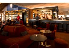 Loungebar i anslutning till lobby och restaurang