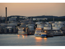 Tankfartyg vid kaj i Skarvikshamnen, Energihamnen i Göteborg