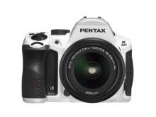 Pentax K-30 valkoinen 18-55mm suoraan edestä