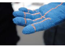 Textila sensorer i vante