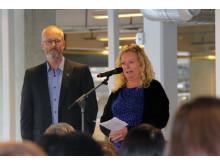 Lars Karlgren och Monika Ekström håller tal vid invigningen av Skånetvätt i Kristianstad