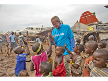 Norwegian's CEO Bjørn Kjos in the Central African Republic together with UNICEF Norway