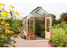 Planthouse i cederträ med generlösa dubbedörrar