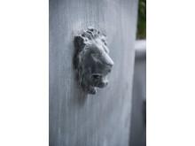 läckert lejonhuvud i zink