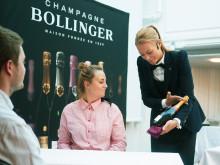 Öppning och servering av champagne