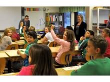 Mathias Bohman besöker Breddenskolan när eleverna fått bra resutlat på nationella proven