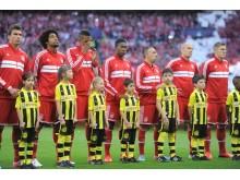 Alba Lindberg med Jerome Boateng från Bayern München