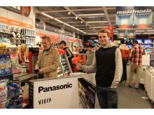 Nöjd kund med sin önskade Panasonic-TV
