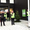 Flaggan hissas på invigningen av Förbos nya hus och huvudkontor