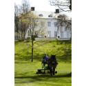 Gräsklippning med häst II på Sånga-Säby