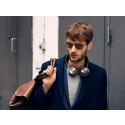 Innovativt B&O PLAY-gränssnitt och smart design tar trådlösa hörlurar till nästa nivå