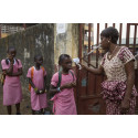 Skolorna öppnar igen i eboladrabbade Guinea