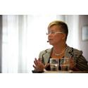 Ingela Nylund Watz (S) är försiktigt positiv till genetisk screening vid cancer