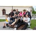 Sundsvalls gatumusikanter skänker pengarna till SOS Barnbyar