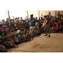 Clowner utan Gränser gör en föreställning i ett av UNHCR:s flyktingläger