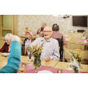 Inför nytt kostavtal provsmakar äldre maten