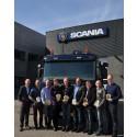 Otte Scania-medarbejdere har netop fået overrakt 'Det Gyldne Rat'