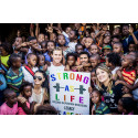 Strong As Life t-shirts gav 100.000 kr till välgörenhetsprojekt