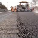 Hållbar renovering av vägar med hjälp av asfaltsförstärkning