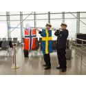 Flyglinjen Växjö-Oslo högtidligt invigd med glastrumpeter och Växjötårta