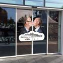 Umeås manliga kommunalråd i kyss mot homofobi