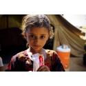 Shamha as-Saadi, 5 år, är på flykt och undernärd. I UNHCR:S flyktingläger får hon nötkräm för att överleva