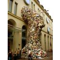 Sextusen böcker behövs till gigantisk skulptur i Örebro