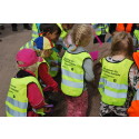 Barn från närbelägna förskolan Lokomotivet tog första spadtaget för det nya bostadsområdet i Kalmar