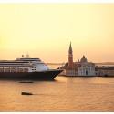 ms Rotterdam kastar loss från Venedig och är på väg mot nya äventyr