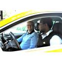 Taxichaufförer vill bli bättre på svenska – Taxi 020 startar språkutbildning