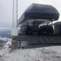 Snyggt parkerade gondoler på toppen av Funäsdalsberget!